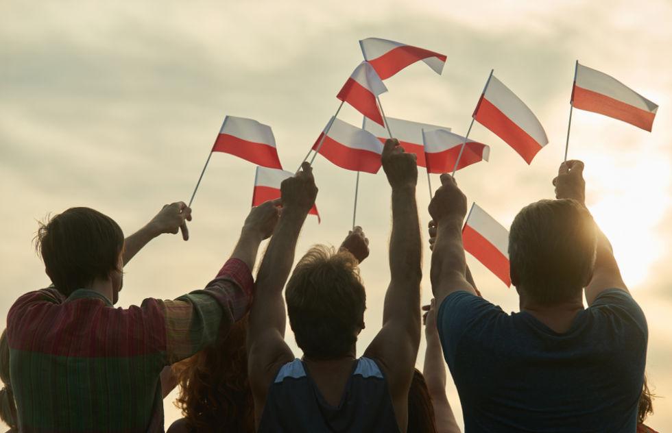 Polish_Flags_waving